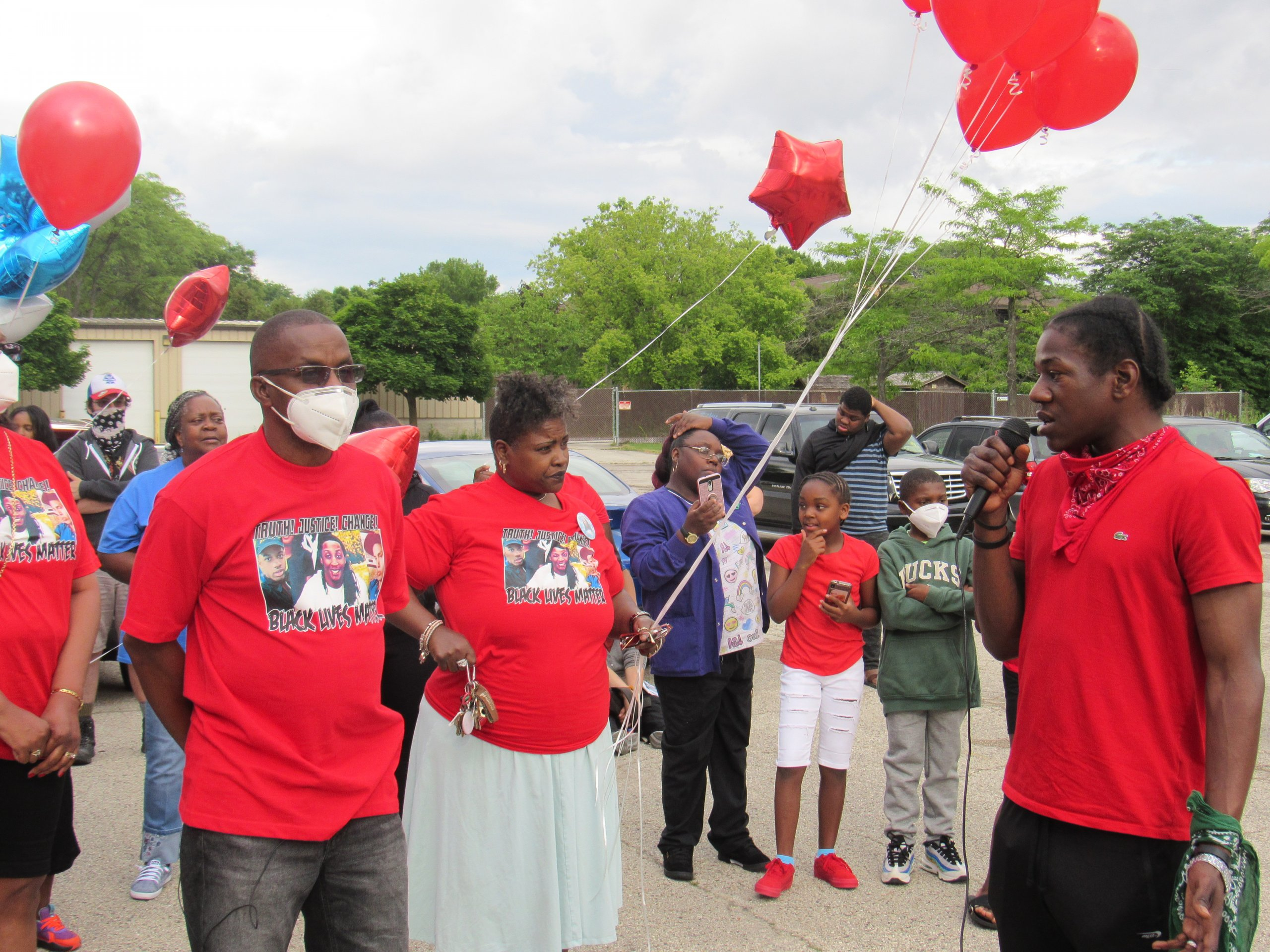 Jay Anderson Jr.'s family gather to pay their respects on the anniversary of his death. (Photo by Isiah Holmes)